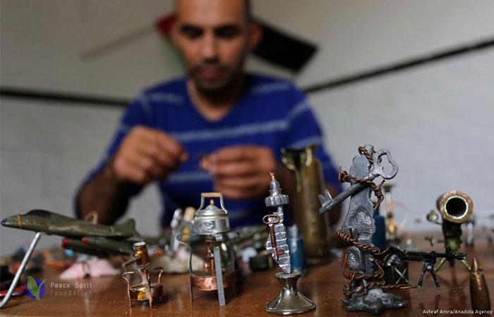 Palestinian man transforms bullets into artworks